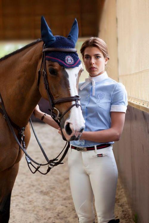 filia-dei-son-altesse-royale-charlotte-marie-pomeline-casiraghi-raineer-1st-photo-officiel-royal-no-4